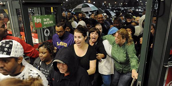 black-friday-crowd