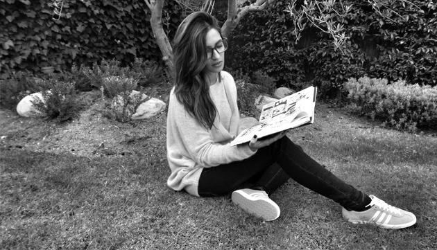 sara leyendo