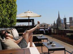 las-5-mejores-terrazas-para-el-happy-hour-en-barcelona